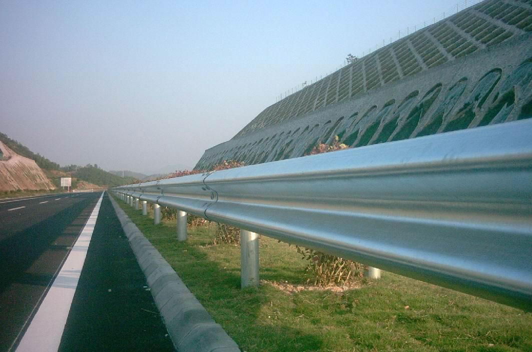 运动场围栏网直接生产厂家价格多少钱一平米...